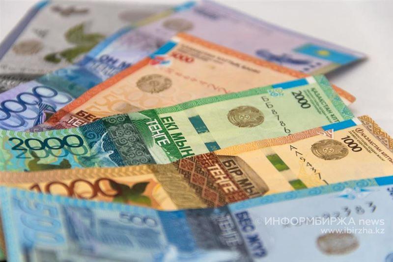 На банкнотах и монетах больше не будет надписей на русском языке по указу Назарбаева