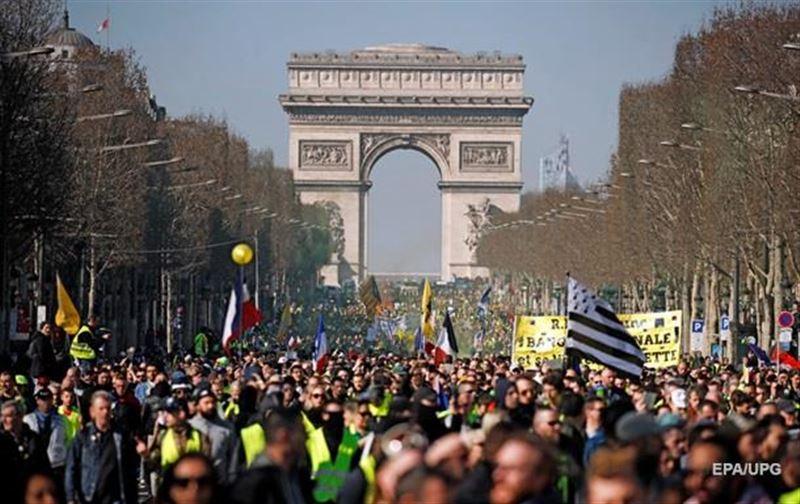 Францияда «сары жейделілер» тағы да наразылық шарасын өткізді