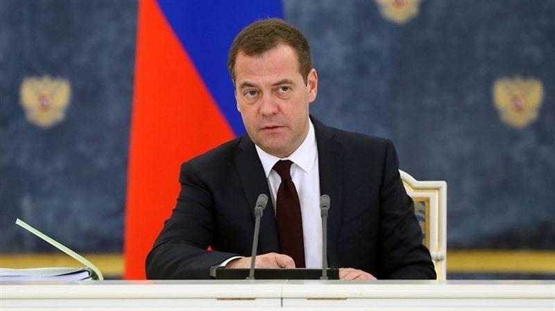 Медведев поздравил Мамина с новой должностью