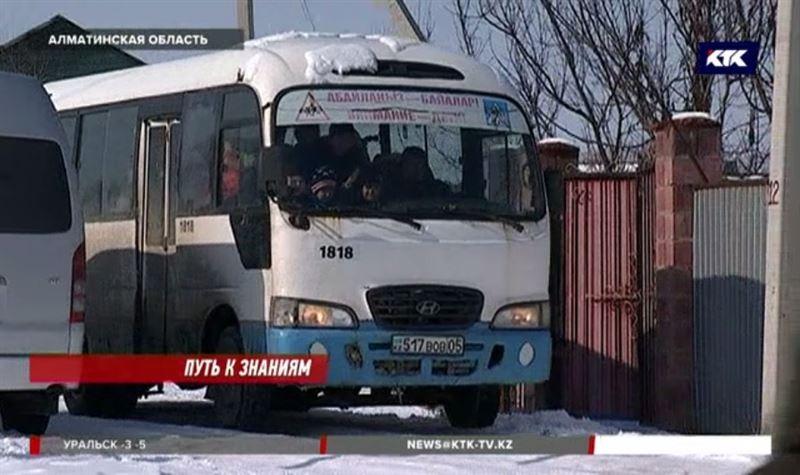 В 15-местном автобусе в Алматинской области возят 60 учеников
