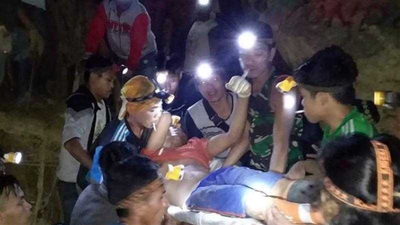 Оползень в Индонезии: под завалами оказались более 60 человек