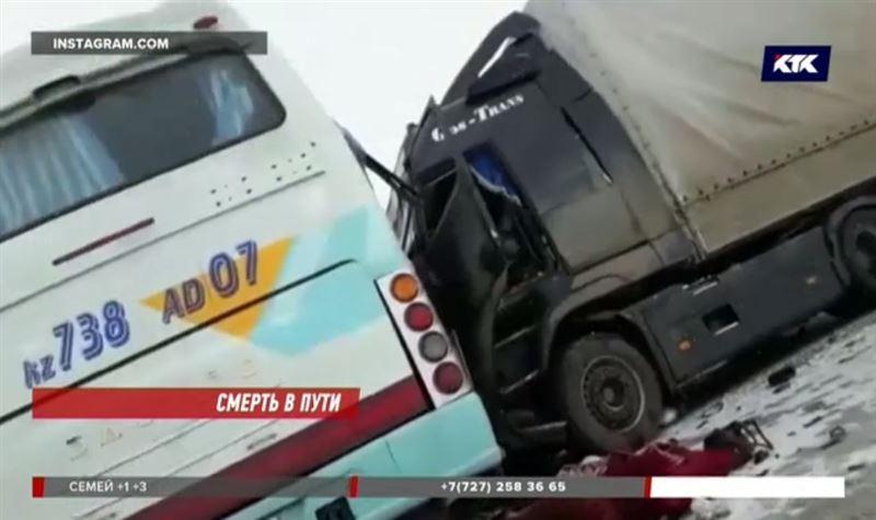 Автобус, в котором были дети-спортсмены, столкнулся с грузовиком
