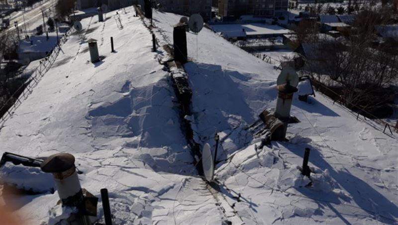 В Петропавловске из-за снега обрушилась крыша пятиэтажного дома