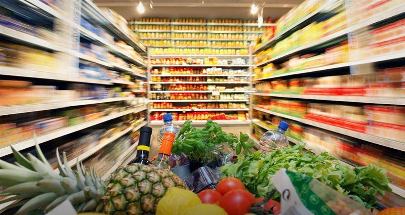 Специалисты подсчитали, сколько тратят казахстанцы на рынках и в магазинах
