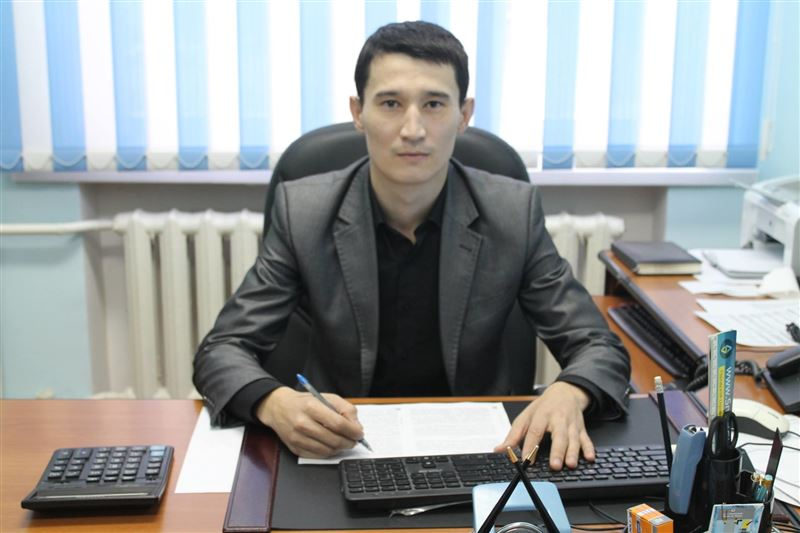 В Уральске чиновника нашли повешенным в служебном кабинете