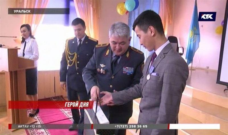 Уральского школьника наградили медалью «За отвагу на пожаре»