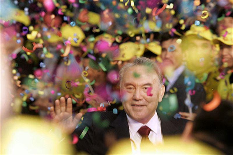 Нурсултан Назарбаев поздравил казахстанских женщин с 8 марта
