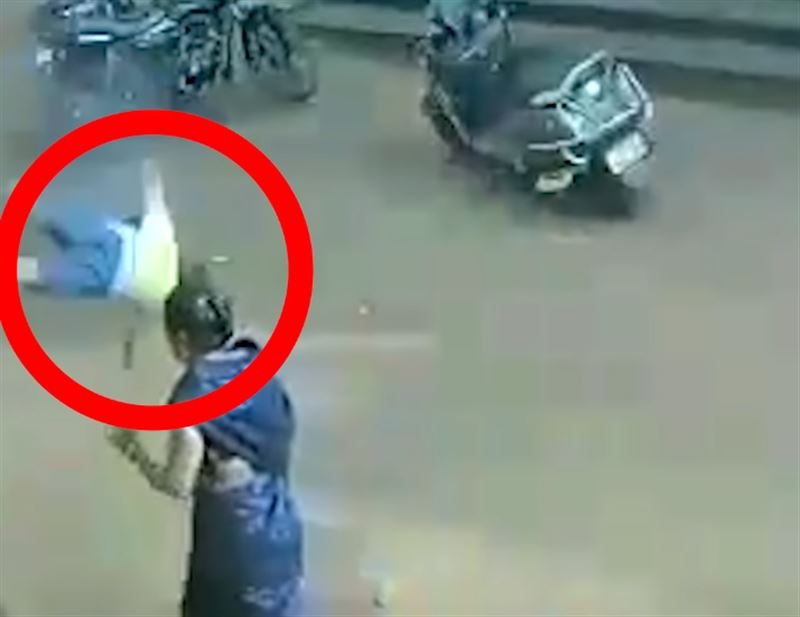 В Индии двухлетний мальчик упал с высоты третьего этажа и остался жив