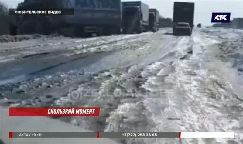 Водители Актюбинской области подвергаются опасности из-за гололёда