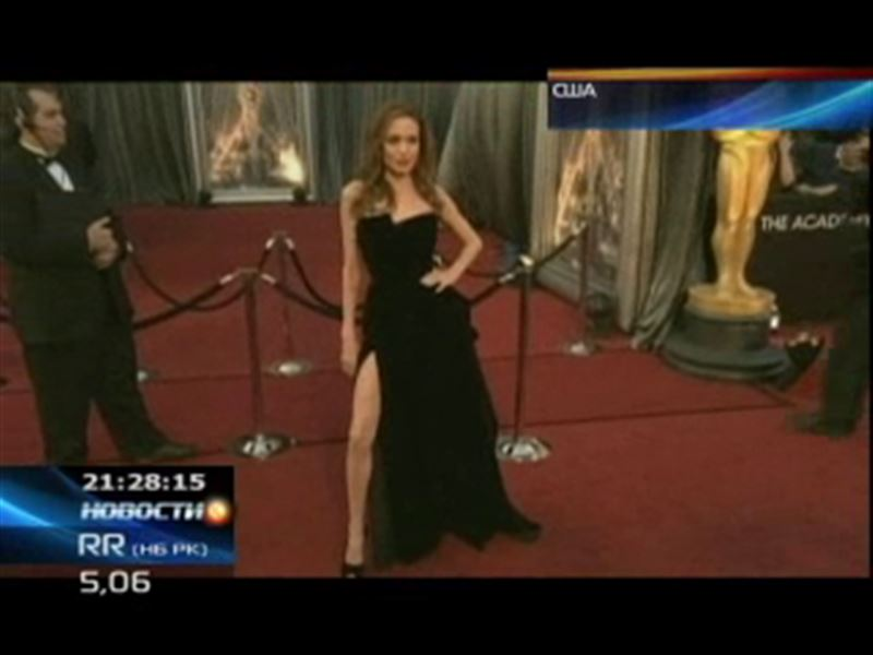 «Оскар» запомнился и смелым нарядом Анджелины Джоли
