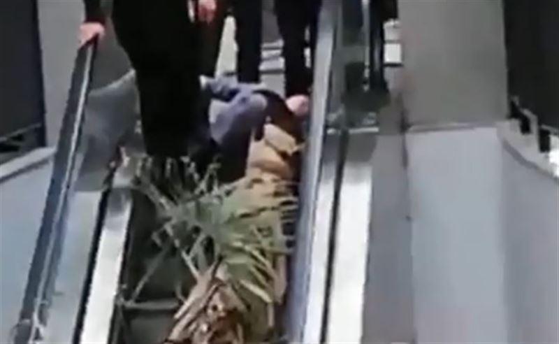 Врачи рассказали о состоянии женщины, на которую рухнула пальма в столичном ТЦ