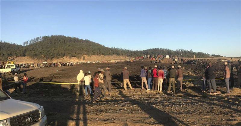 Найдены два черных ящика разбившегося в Эфиопии самолета