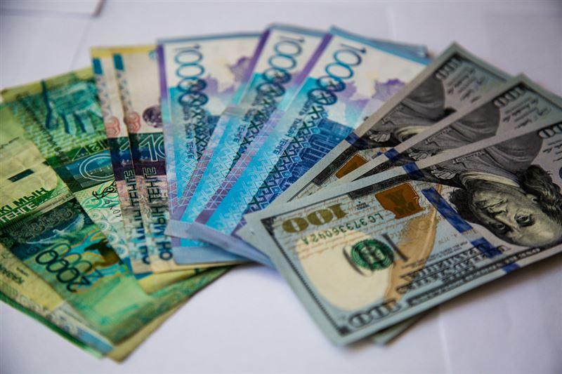 Дневная сессия: Доллар стоит 378,03 тенге