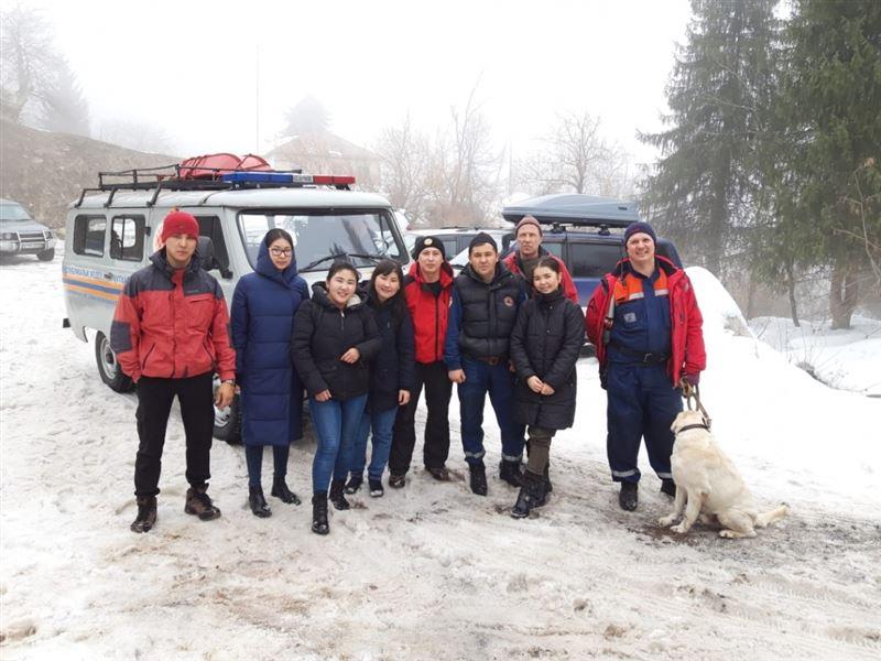 Студентки отправились в поход и заблудились в горах Алматы