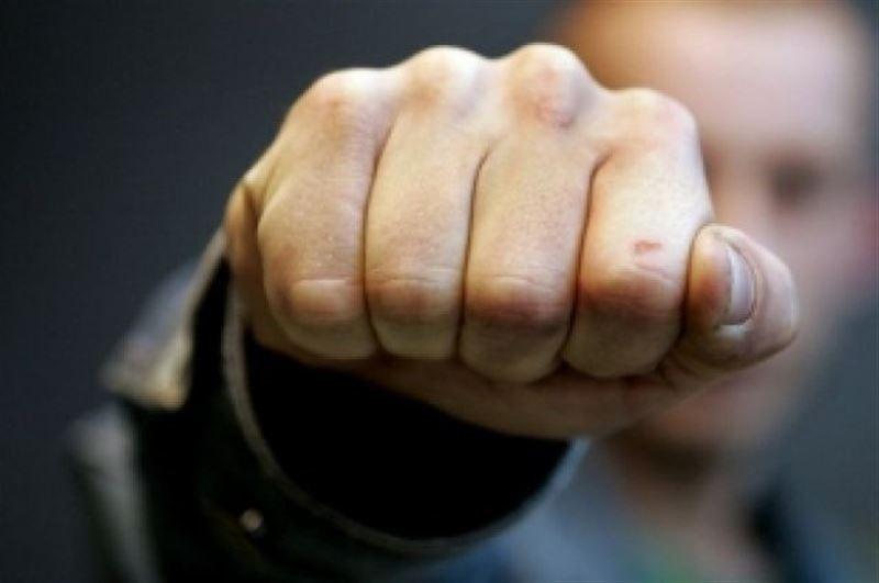 Подросток подрался с кондуктором и укусил полицейского в Усть-Каменогорске