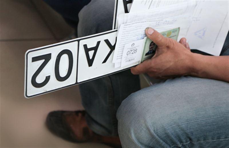 В Казахстане временно приостановлена выдача водительских прав и регистрация авто