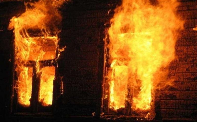 8-летнюю девочку удалось спасти, но ее дядя погиб при пожаре в Караганде