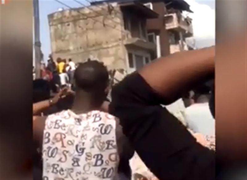 В Нигерии из-за обрушения здания школы под завалами остались более 100 человек