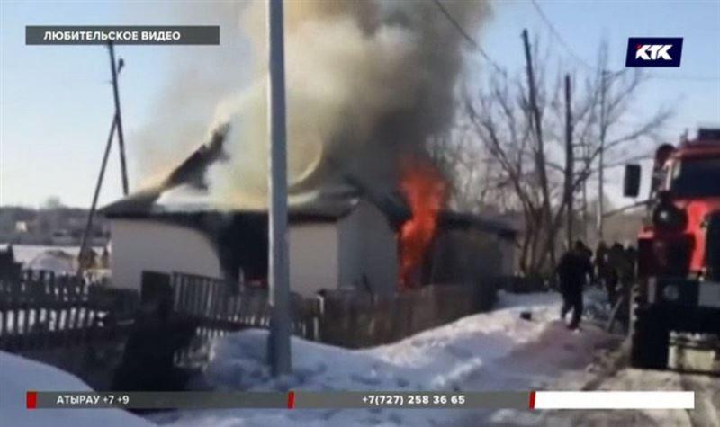 В Караганде мужчина вынес из горящего дома ребенка