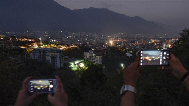 Власти Венесуэлы утверждают о полном восстановлении электроснабжения в стране