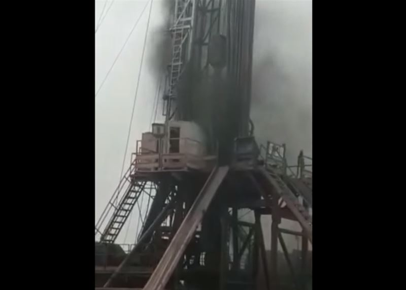 На месторождении в Мангистау произошел выброс газоводяной смеси