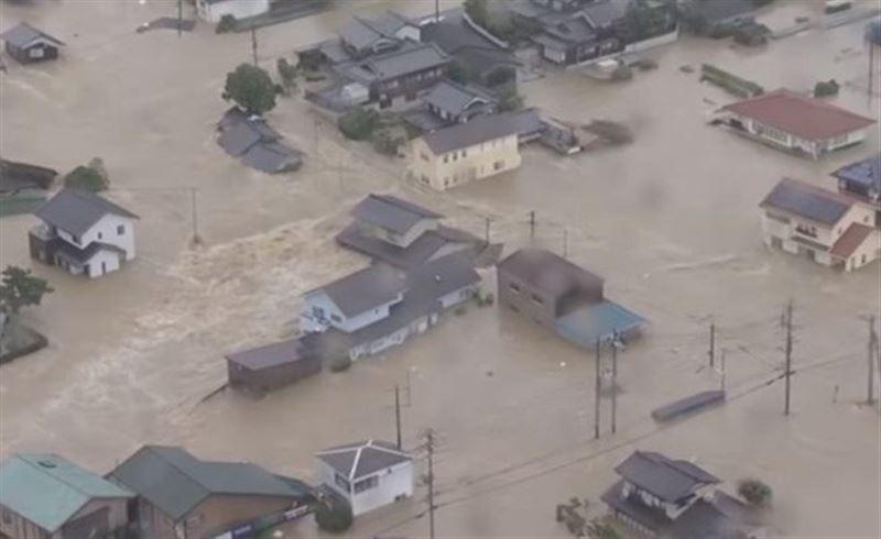Число жертв наводнений в Индонезии достигло 63
