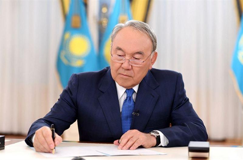 Нурсултан Назарбаев подписал закон о гособоронзаказе