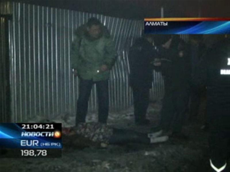 В Алматы неизвестный на большой скорости насмерть сбил женщину