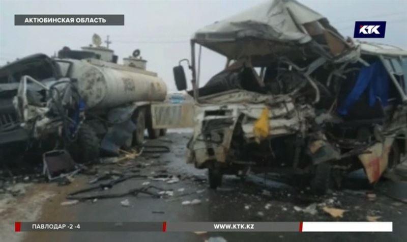 Трое погибли, 10 в больнице – ДТП на западе Казахстана