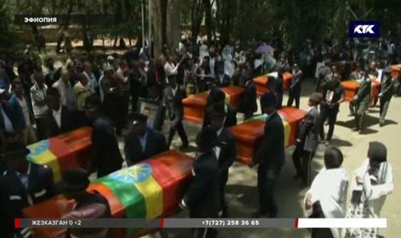 Родным погибших при крушении «Боинга» выдают для погребения обугленную землю