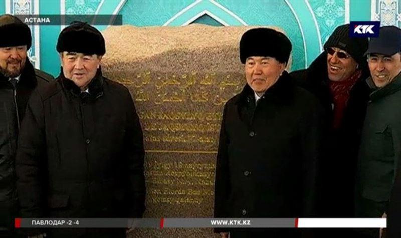 Президент заложил капсулу в основание будущей мечети