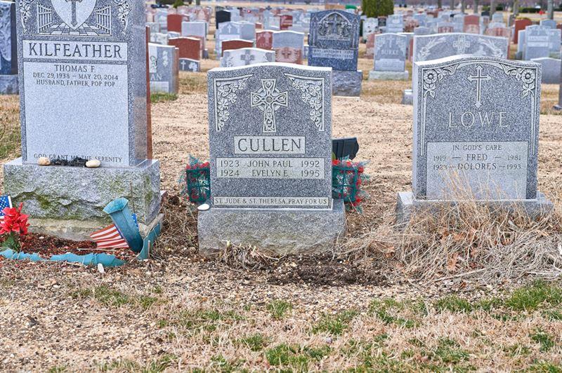 Воронка засосала женщину в могилу родителей