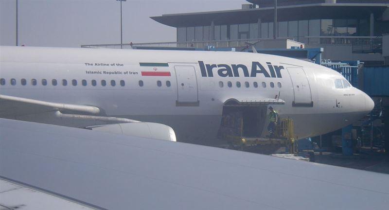 В аэропорту Тегерана загорелся пассажирский самолет