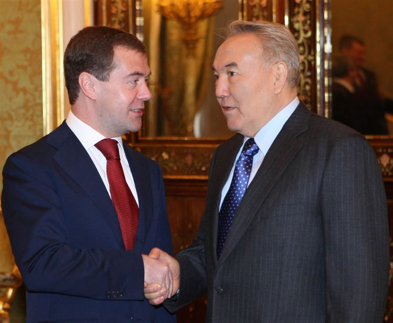 Медведев поблагодарил Назарбаева за работу по развитию отношений России и Казахстана