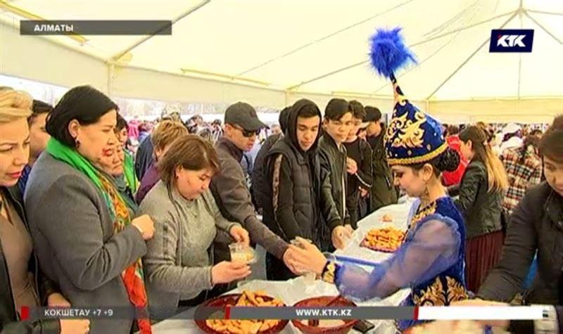 В Алматы бесплатно раздают наурыз-коже и баурсаки