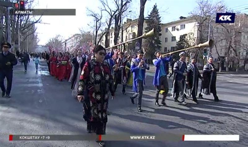 Грандиозное шествие устроили на Наурыз в Алматы