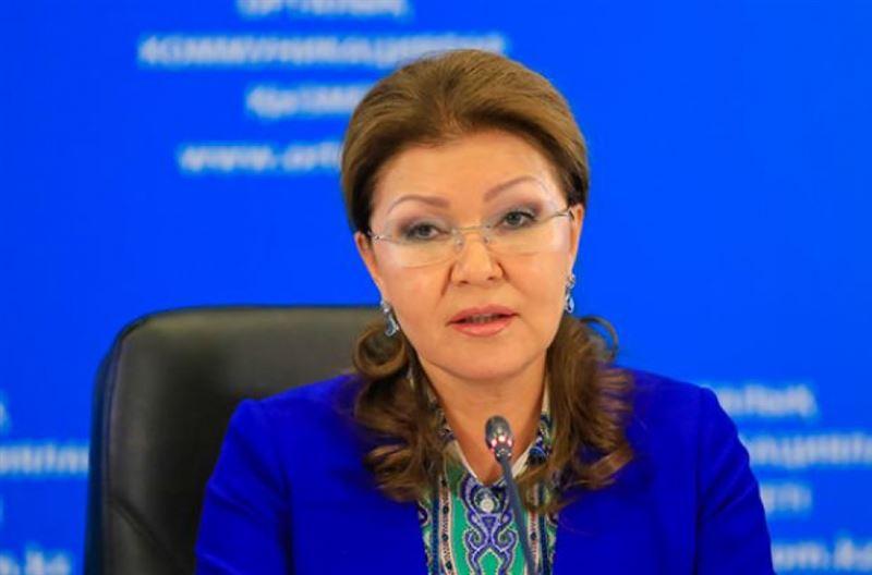 Дариға Назарбаева көз жұмған полицейдің отбасына көңіл айтты