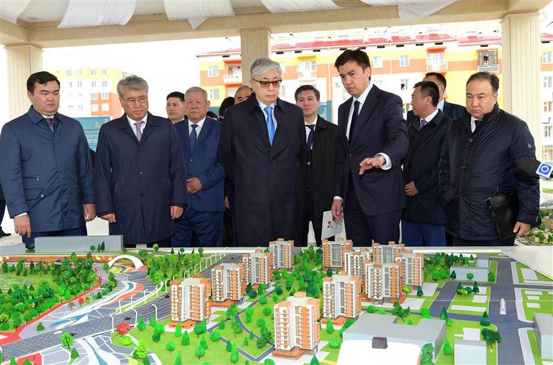 Главе государства Касым-Жомарту Токаеву показали макет нового района Shymkent city