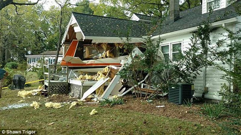 Пилот поссорился с женой и протаранил самолетом свой дом