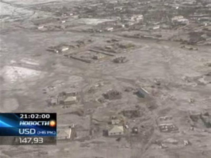 В Южном Казахстане продолжают бороться с сильнейшим наводнением