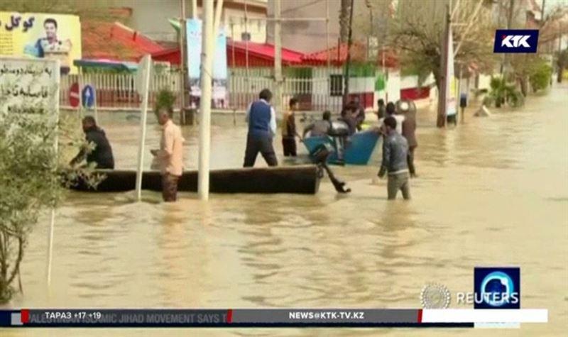 Жители Ирана покидают дома из-за наводнения