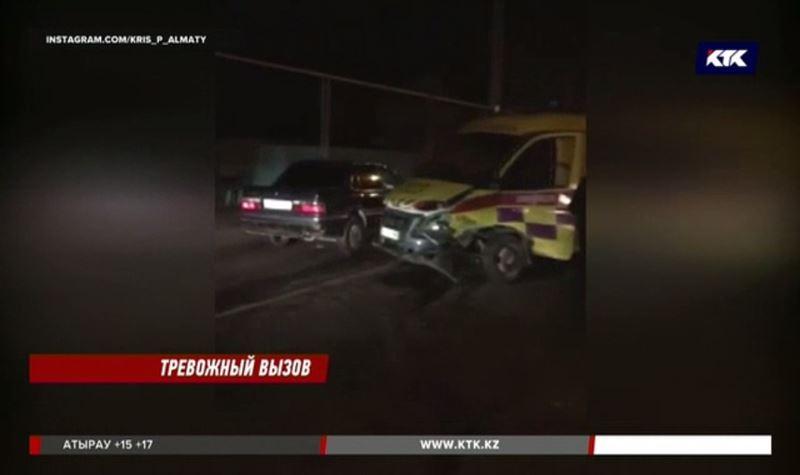 Еще одна «скорая» в Алматы попала в аварию