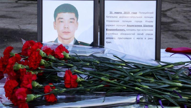 Столичные полицейские почтили память погибшего в Атырау коллеги