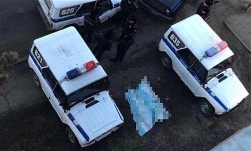 Женщина выпала с высоты шестого этажа в Павлодаре