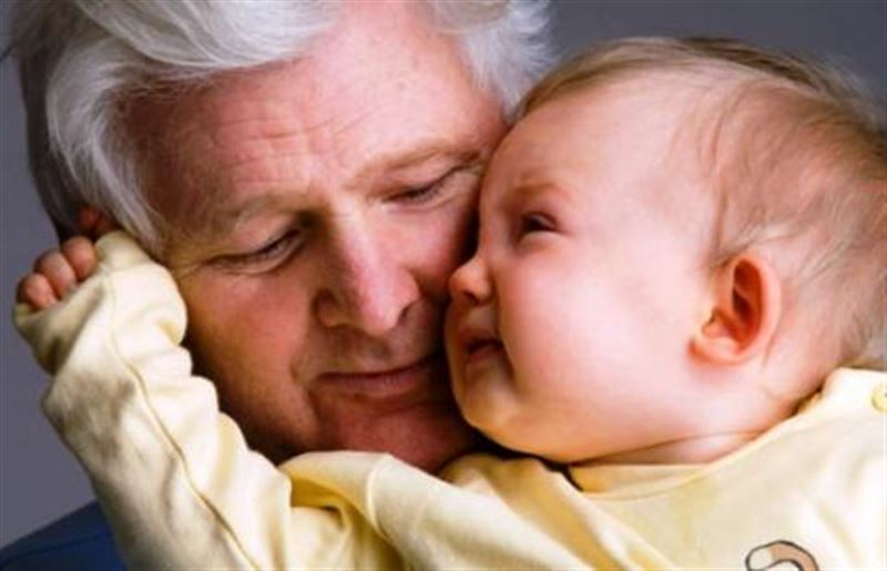 Позднее отцовство опаснее для ребенка, чем позднее материнство.