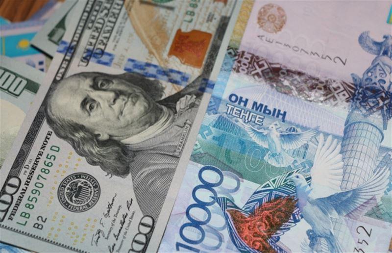 За торговую неделю нацвалюта подешевела к доллару на 2,39 тенге