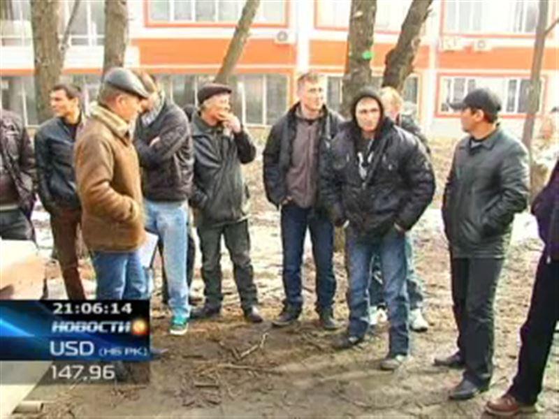 В Алматы на акцию протеста вышли монтажники