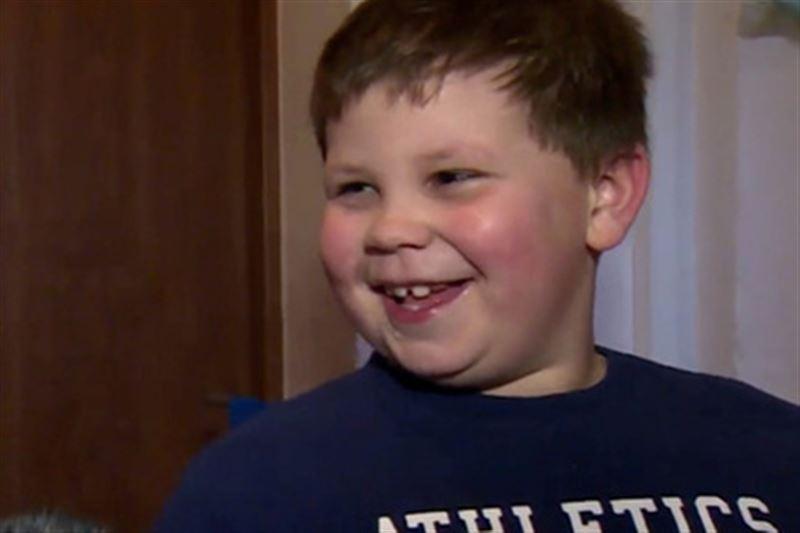 Выпрыгнувшего из окна ребенка спас шестилетний мальчик