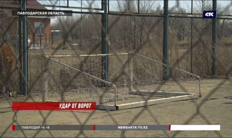 На павлодарского школьника упали ворота, мальчик в реанимации
