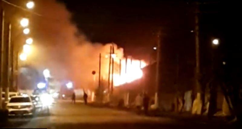 Пожар уничтожил продуктовый магазин в Петропавловске
